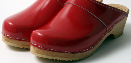 Red_clogs